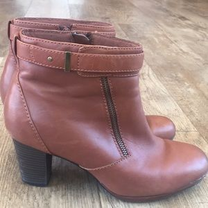 CLARKS leather boots with double side zippers